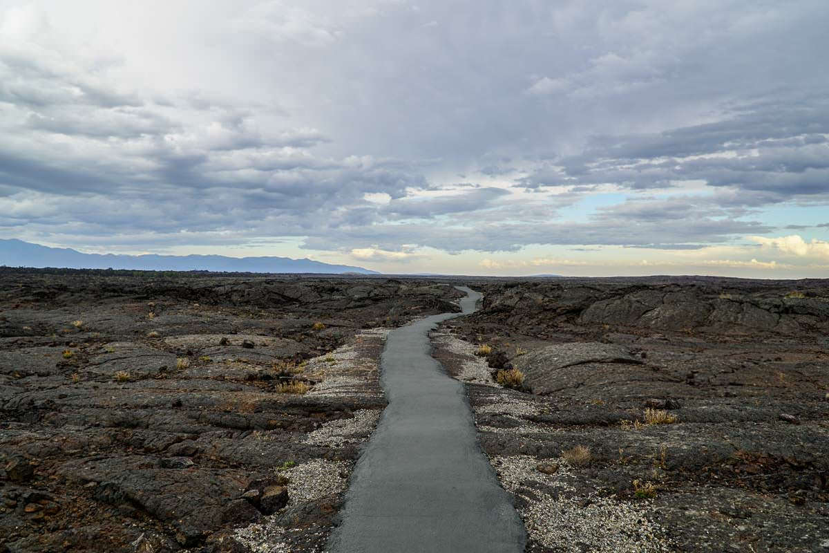 Wanderweg im Craters of the Moon National Monument and Preserve