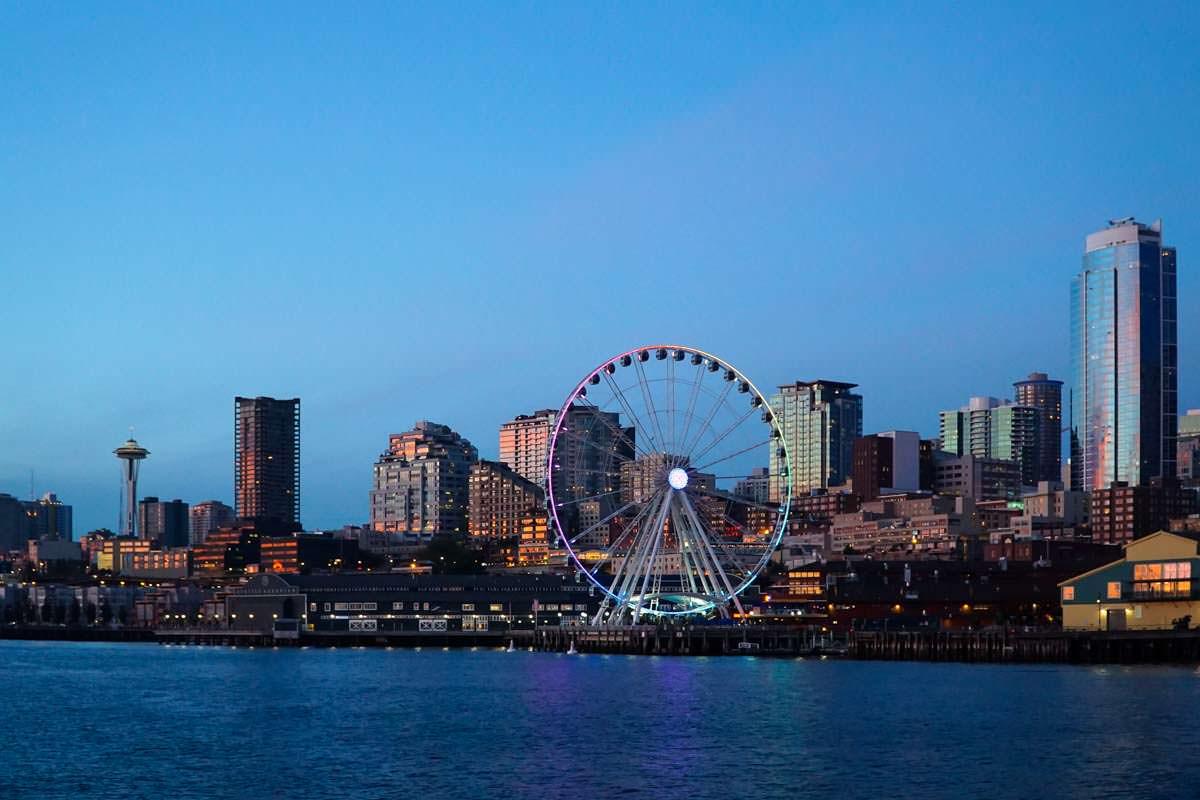 Blick auf die Skyline von Seattle von der Bainbridge Island Ferry