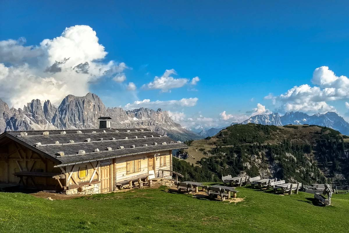 Alphütte in den Dolomiten