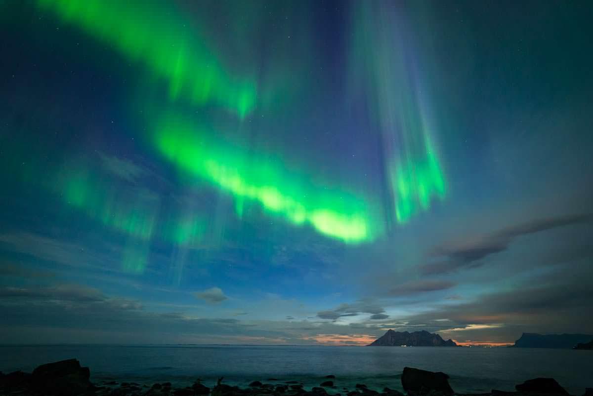 Nordlichter an der RV17 bei Storvik (Norwegen)