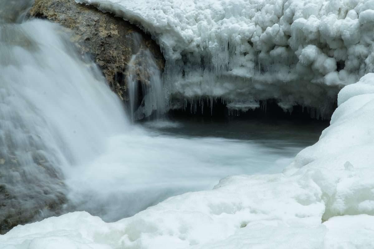 Erste Wasserfälle im Eistobel im Winter