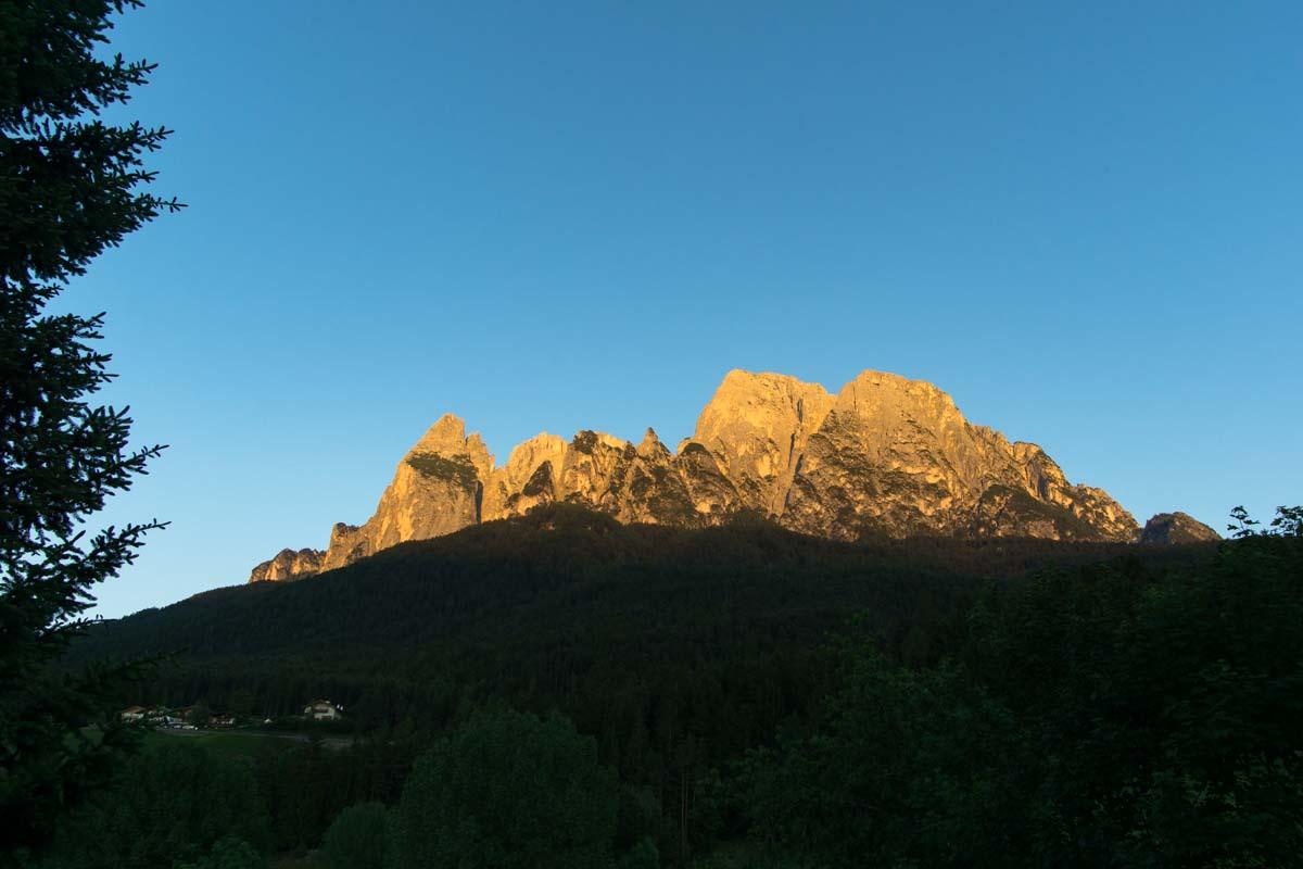 """Abends kann man von der Panoramaterrasse des Restaurants """"Zur Quelle"""" das Alpenglühen beobachten."""