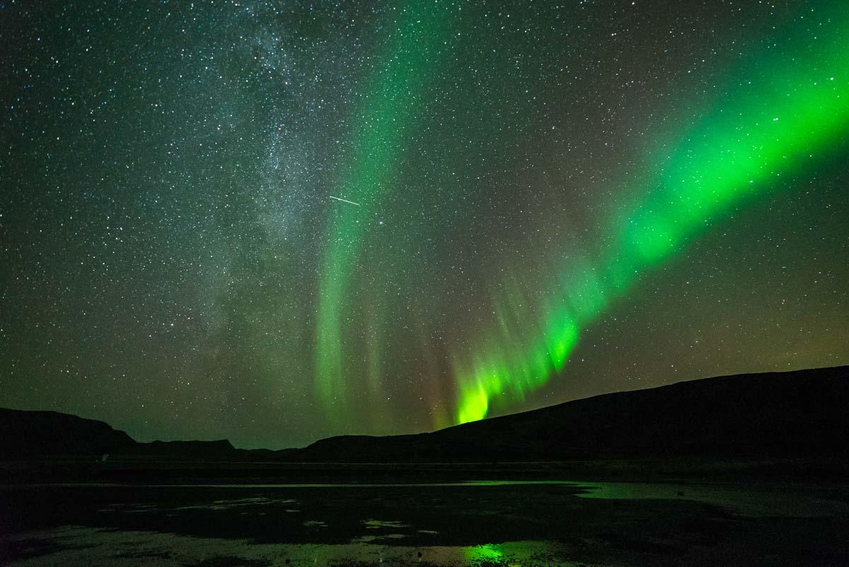 Milchstraße und Nordlichter (Finnmark, Norwegen)