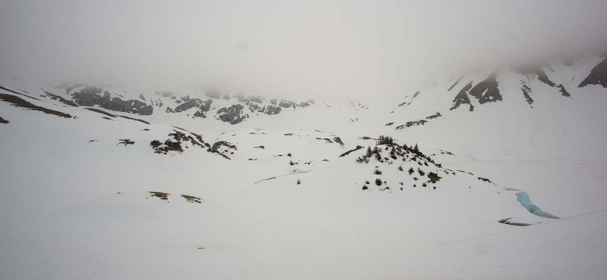 Der schneebedeckte Schrecksee im Allgäu