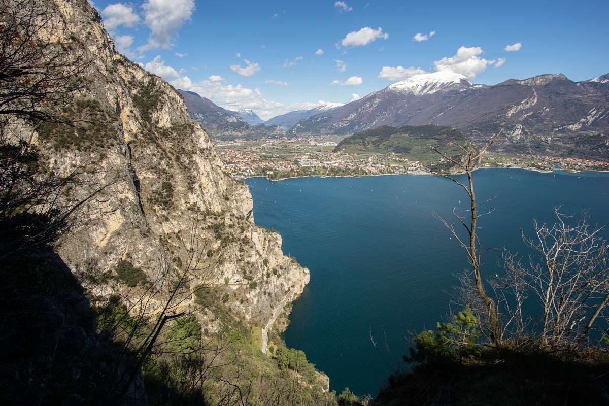 Blick von der Cima Capi auf Riva del Garda