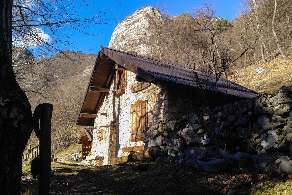 Hütte am Bocca Sperone