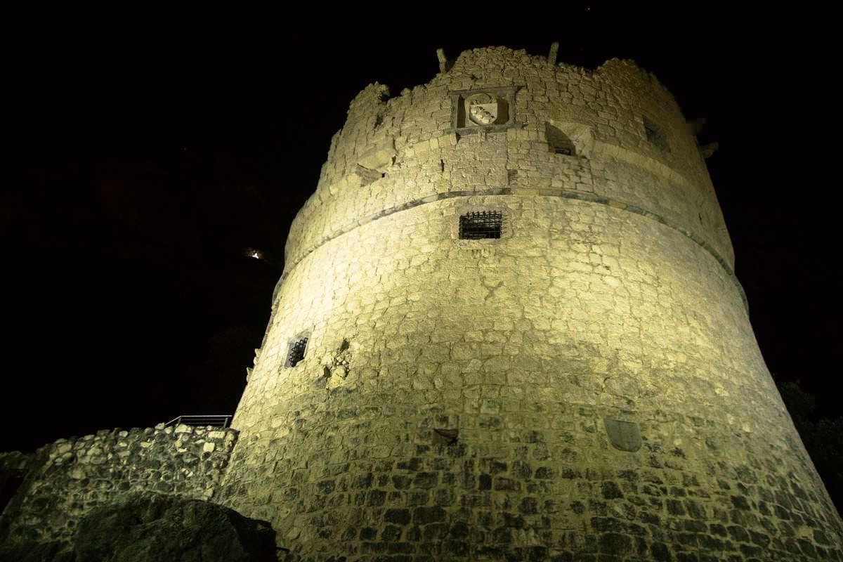 Bastione bei Nacht (Riva del Garda)