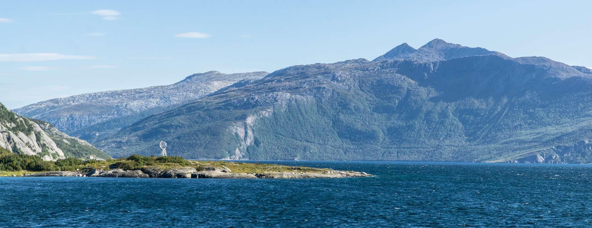 20 Gründe für eine Reisen in den Norden von Norwegen: die Weltkugel am Polarkreis