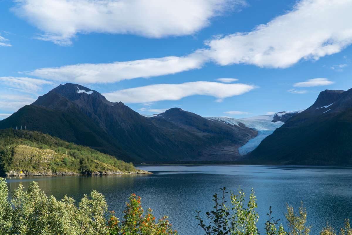 Der Svartisen Gletscher ist der zweitgrößte Gletscher von Norwegen und einer der Gründe für eine Reise in den Norden.