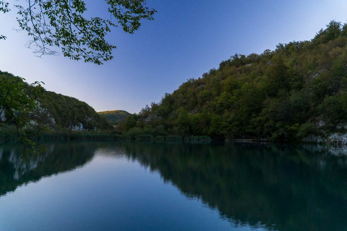 Kaluderovac See bei Sonnenuntergang im Nationalpark Plitvicer Seen
