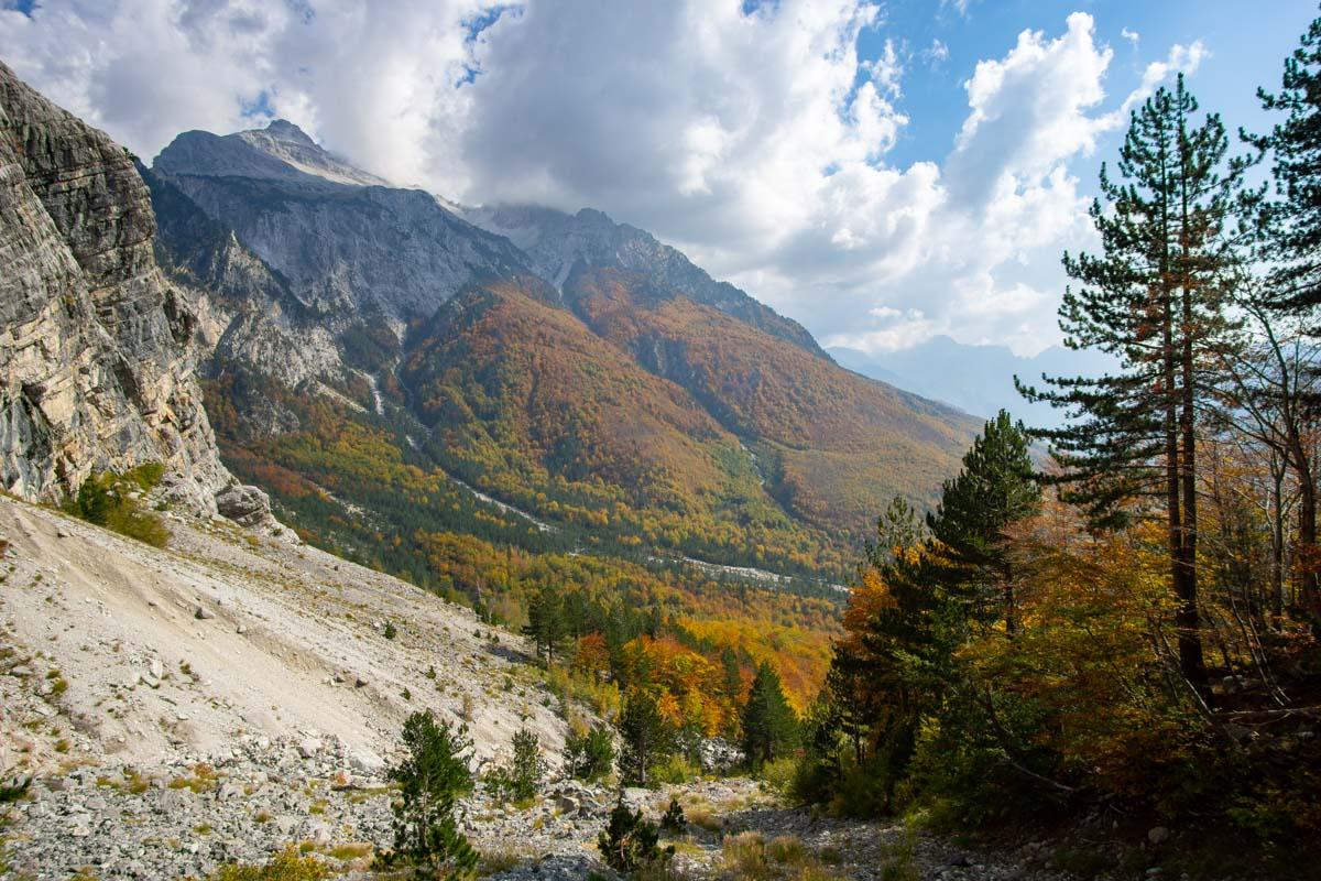 Die Albanischen Alpen im Herbst (Theth, Albanien)
