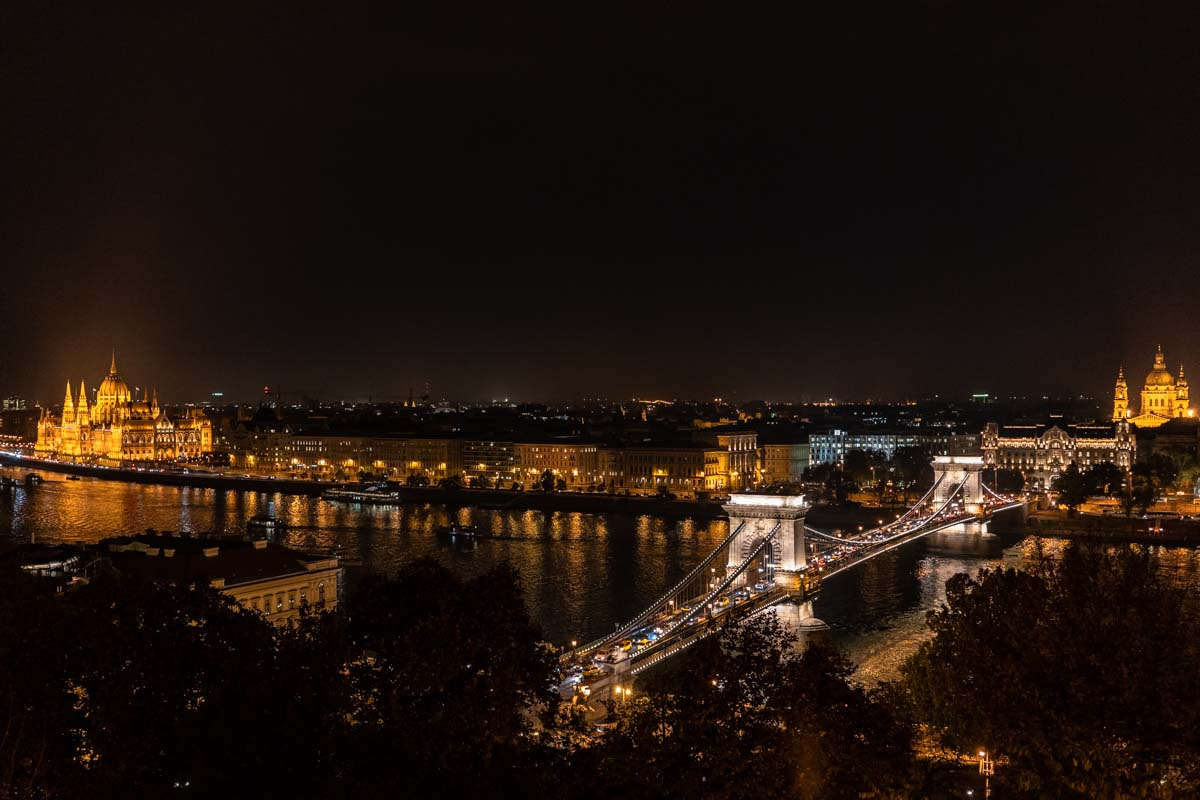 Budapest von Oben bei Nacht (Ungarn)