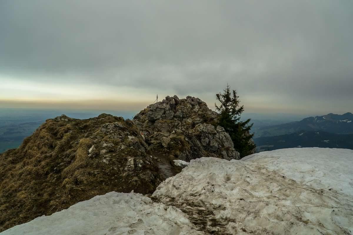 Der Gipfel des Grünten ist drahtseilversichert.