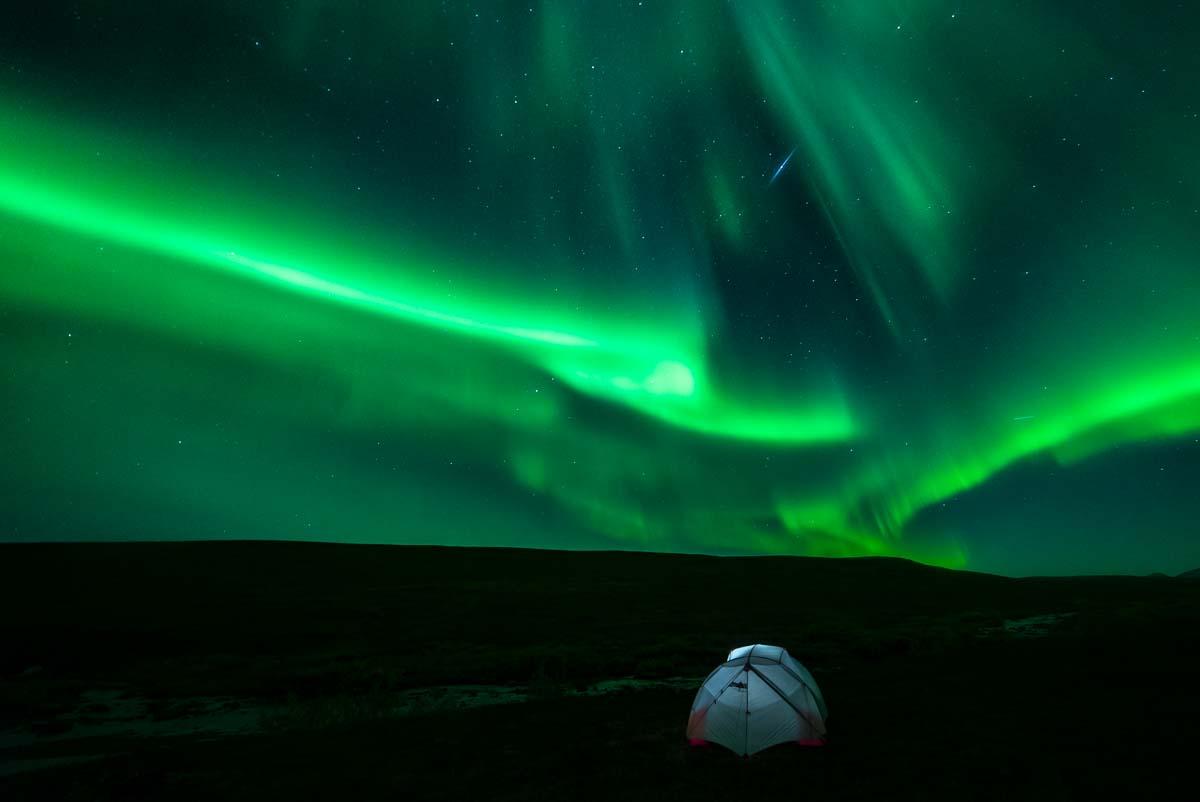 Das Zelten unter Nordlichtern ist ein unvergessliches Erlebnis - wenn auch ein etwas kaltes...
