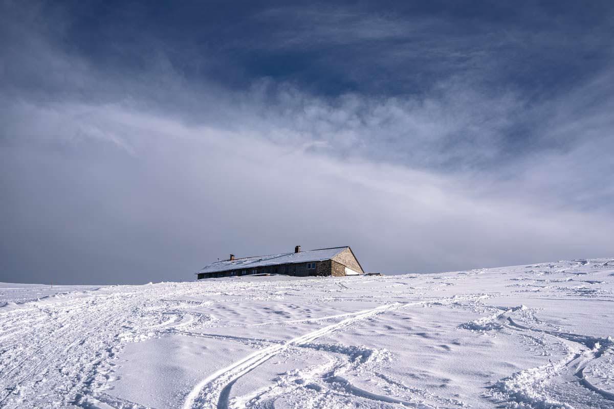 Grüntenhütte im Schnee
