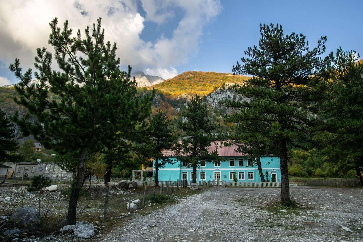 Schule von Theth (Albanien)