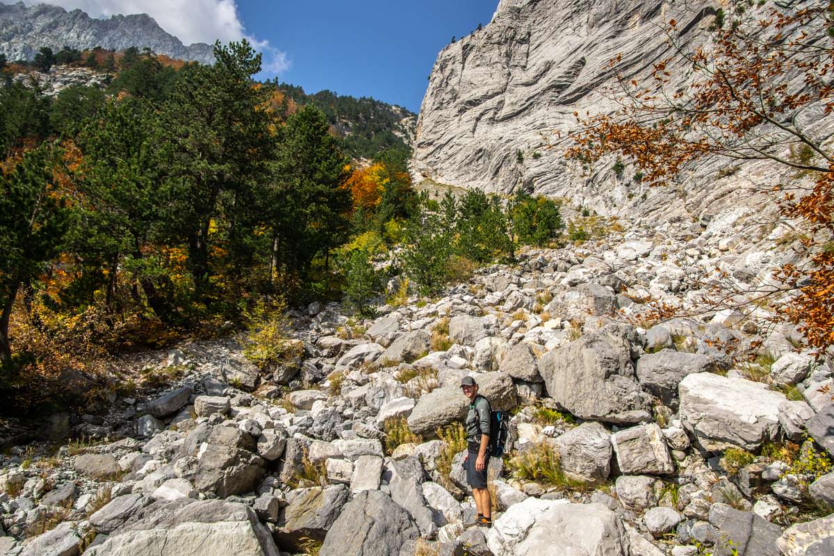 Schotterfeld zur Arapi Höhle (Theth, Albanien)