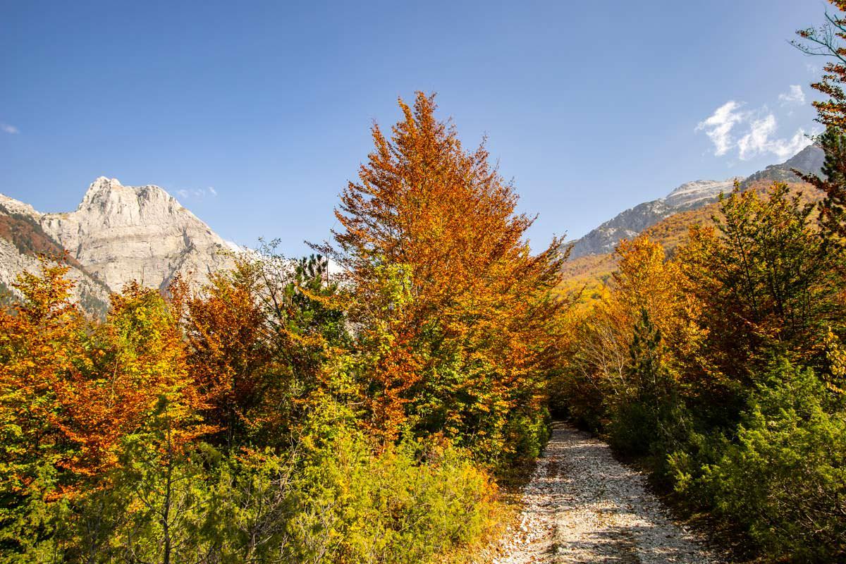 Wanderweg zum Arapi im Herbst (Albanien)