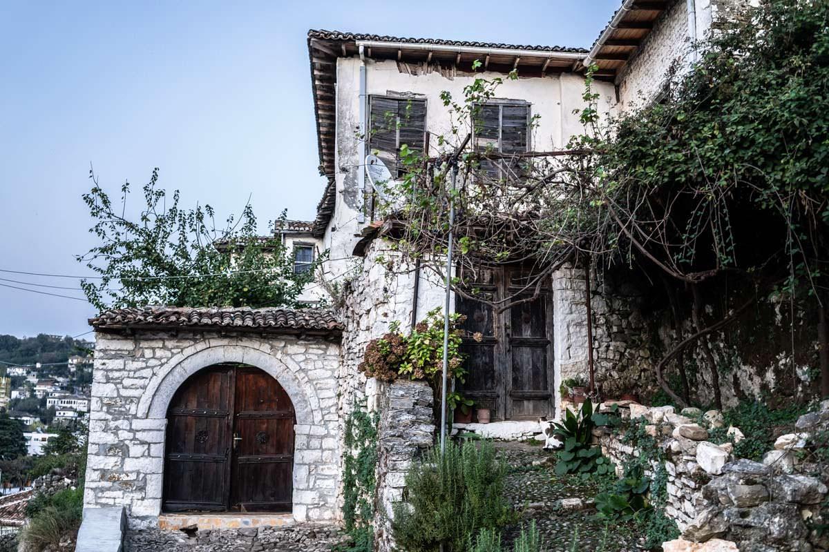 Typisches Steinhaus in Gorica (Berat)