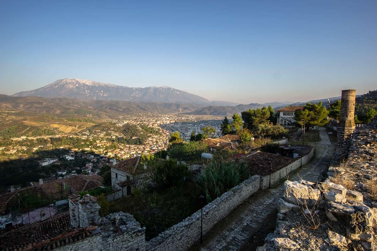 Blick über Berat von der Zitadelle