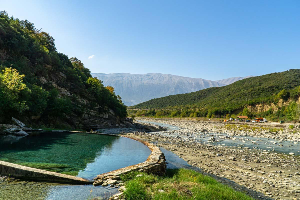 Die Benje Thermalquellen sind ein einmaliges Erlebnis im Albanien Urlaub