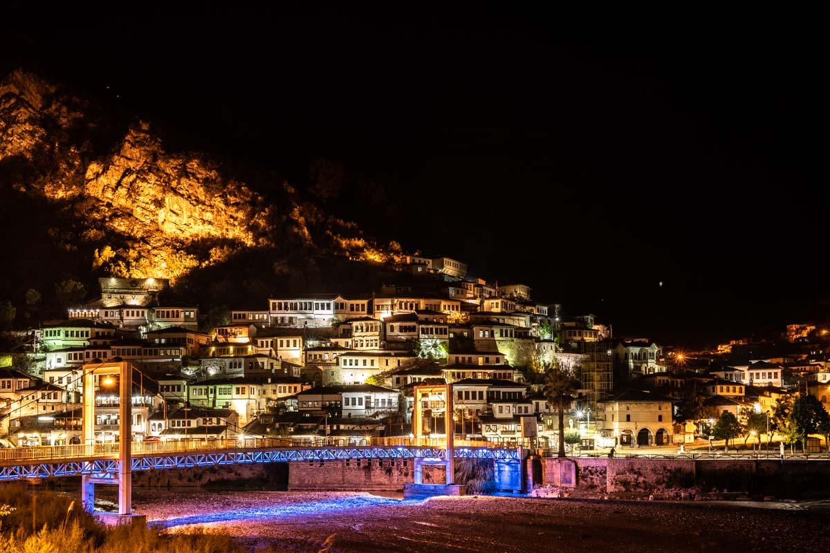 Berat bei Nacht (Albanien)