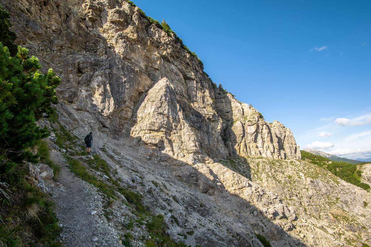 Die Wanderung auf dem Jubiläumsweg führt direkt unterhalb der Schänzlespitz entlang
