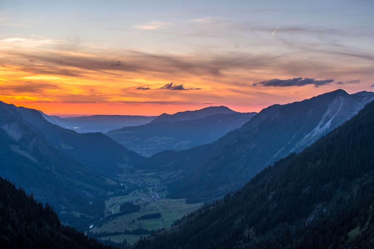 Wenn die Sonne über Hinterstein untergeht, dann färbt sich der Himmel in den leuchtendsten Farben