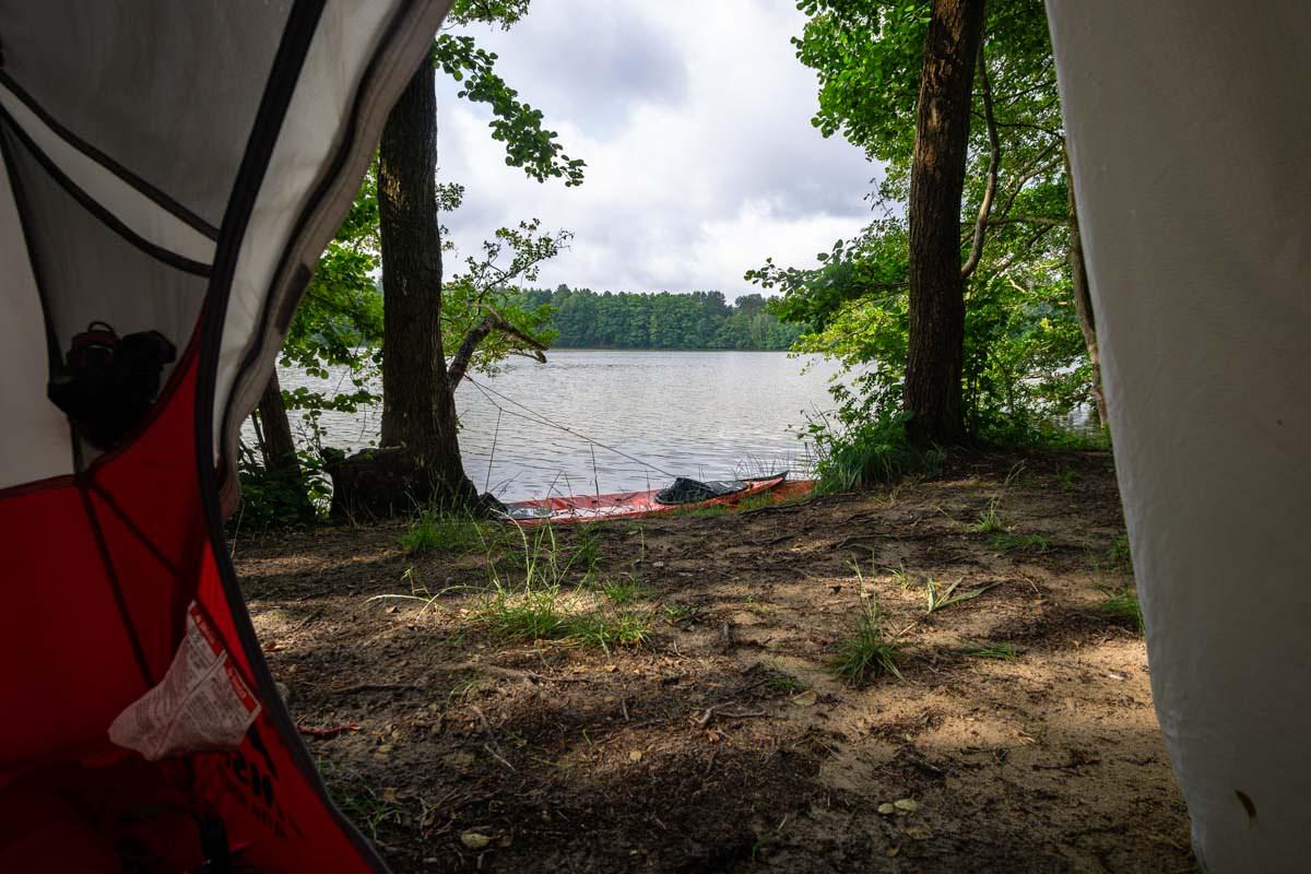 Der Stellplatz für Wasserwanderer auf dem Camping Hexenwäldchen