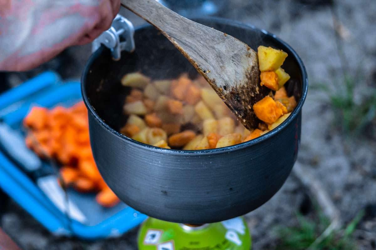 Kochen beim Camping und Wasserwandern