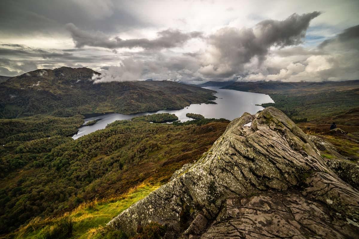 Vom Gipfel des Ben Aan überblickt man fast den gesamten Loch Katrine