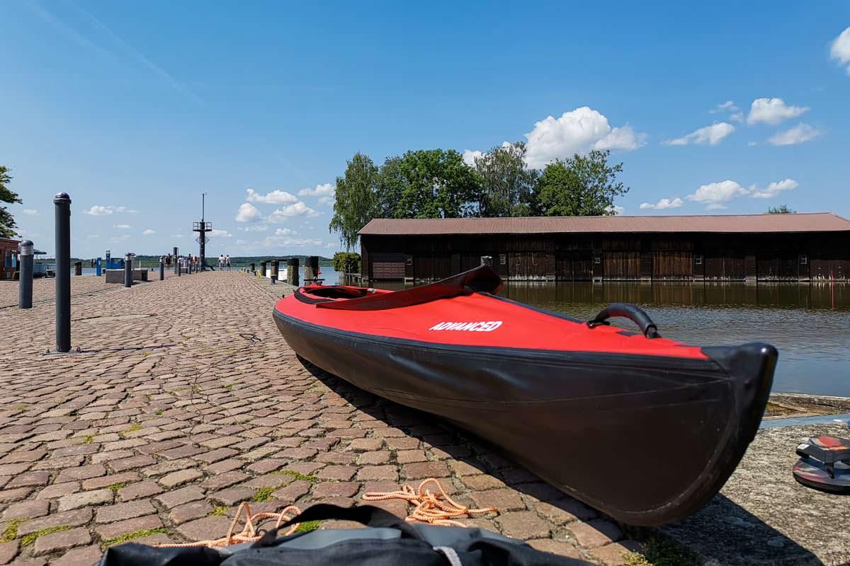 Unser Kanu am Hafen von Neustrelitz