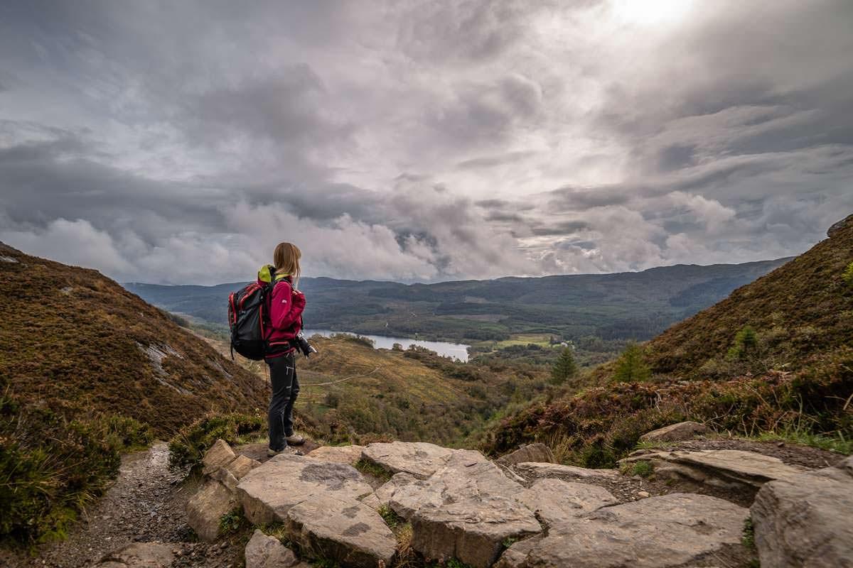 Die Wanderung auf den Ben Aan führt durch die atemberaubende Landschaft der Trossachs