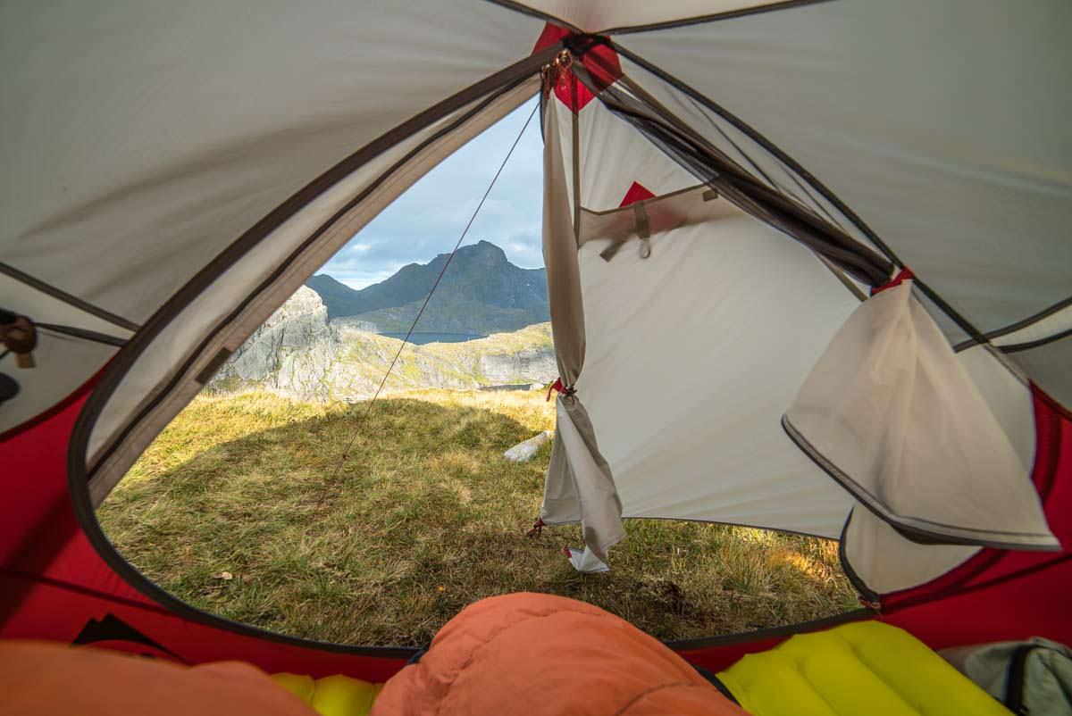 Morgendlicher Ausblick aus dem Zelt an der Munkebu Hut