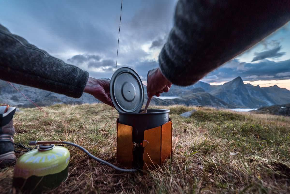 Kochen beim Camping auf den Lofoten (hier: Munkebu Hut)
