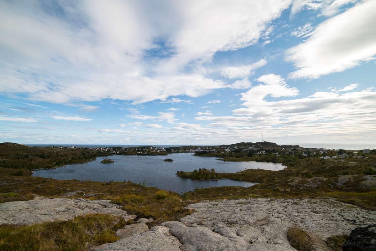 Die Wanderung zur Munkebu Hut startet am Sorvagvatnet