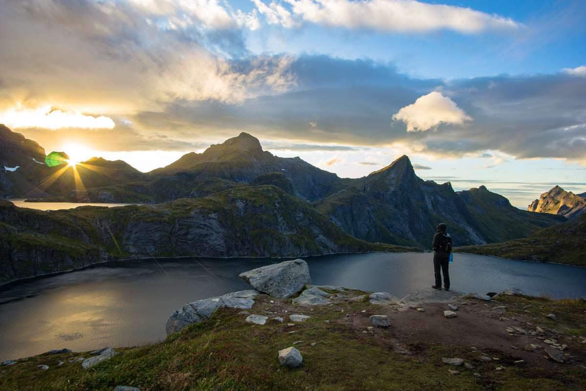 Blick über den Tennesvatnet auf den Lofoten