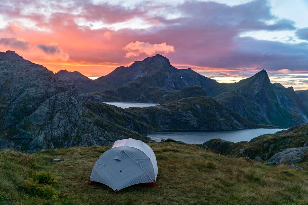 Wandern und Zelten an der Munkebu Hut auf den Lofoten