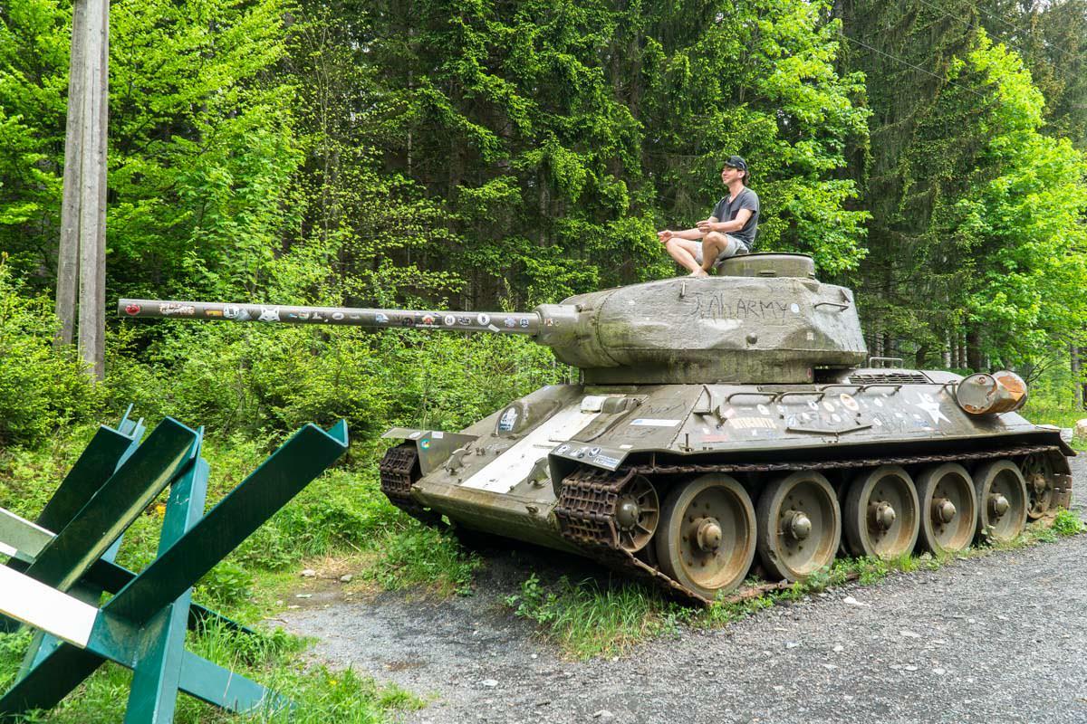 Bei der Anreise zum Nationalpark Triglav kommen wir an diesem T-34 Panzer aus dem Kalten Krieg vorbei