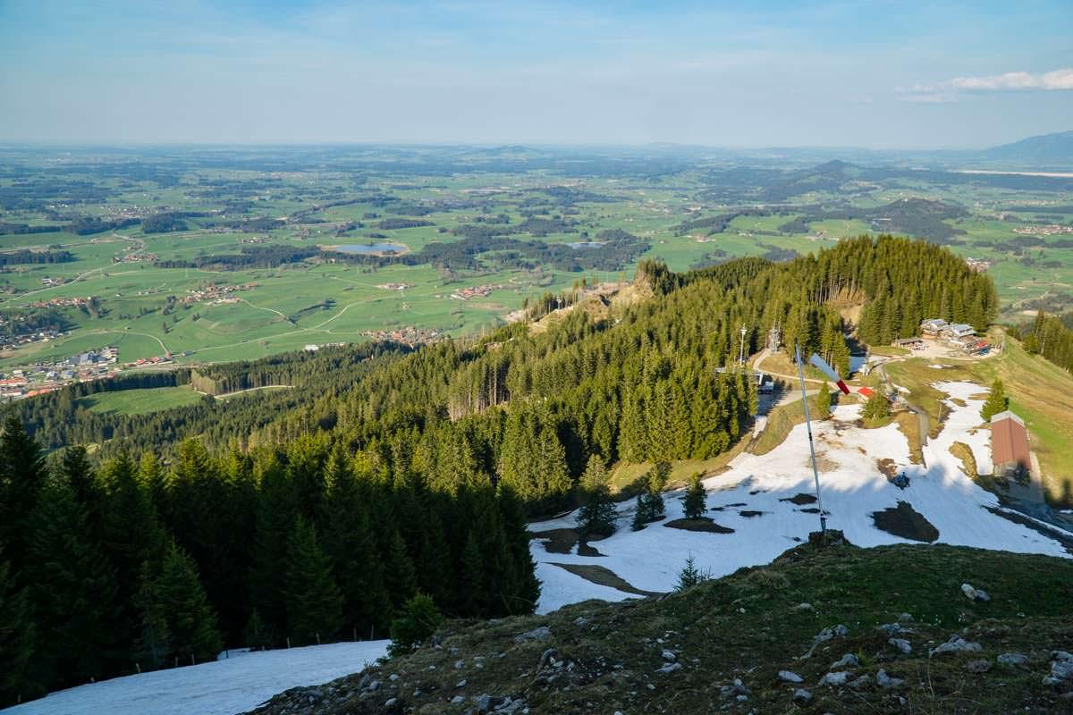 Blick vom Gipfel des Alpspitz auf das Skigebiet