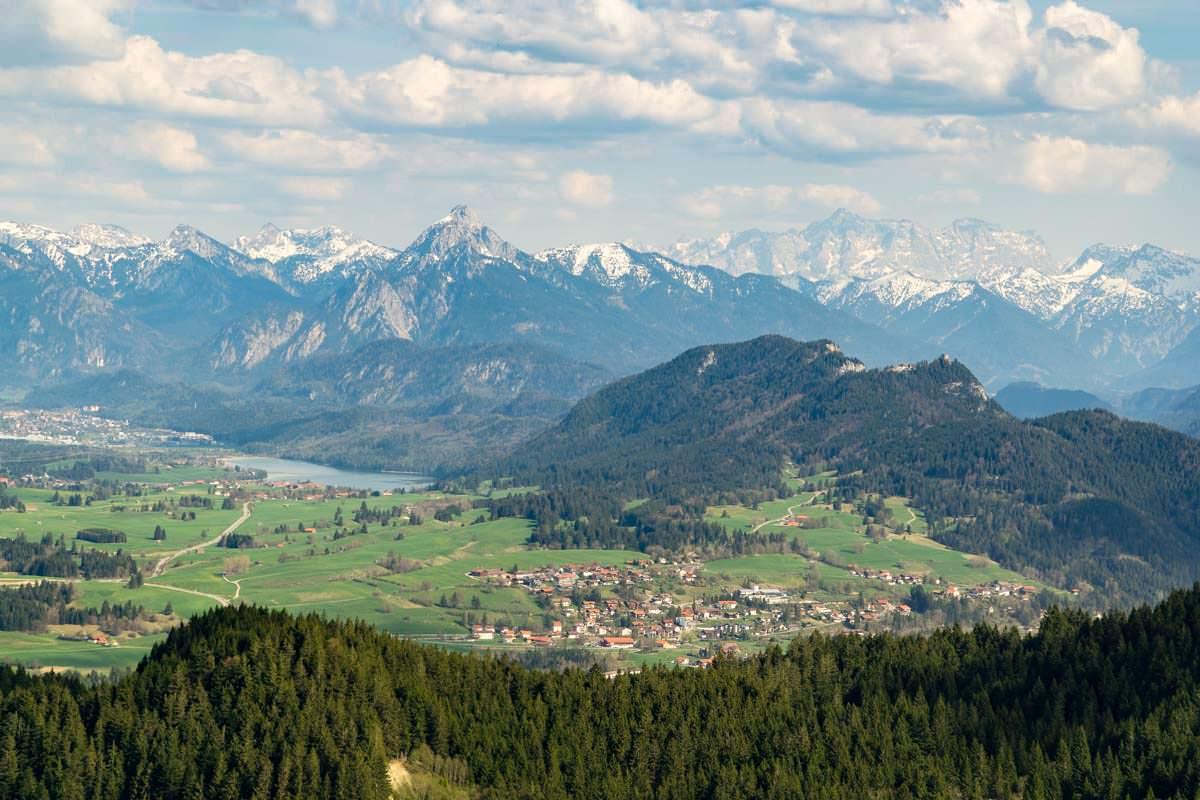 Von der Kappeler Alp blickt man auf das Alpenvorland und bis zur Zugspitze