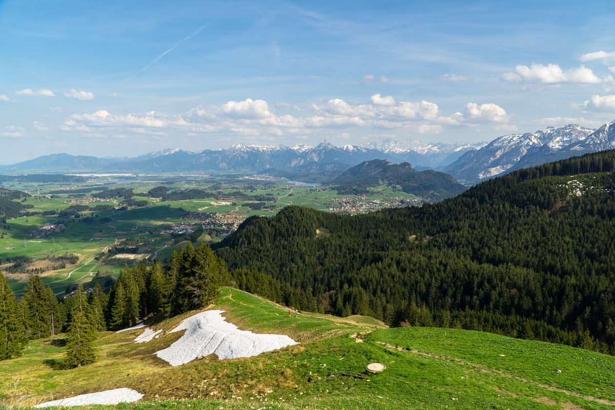 Atemberaubende Ausblicke auf der Wanderung zum Alpspitz: von der Kappeler Alp überblicken wir das Alpenvorland bei Füssen