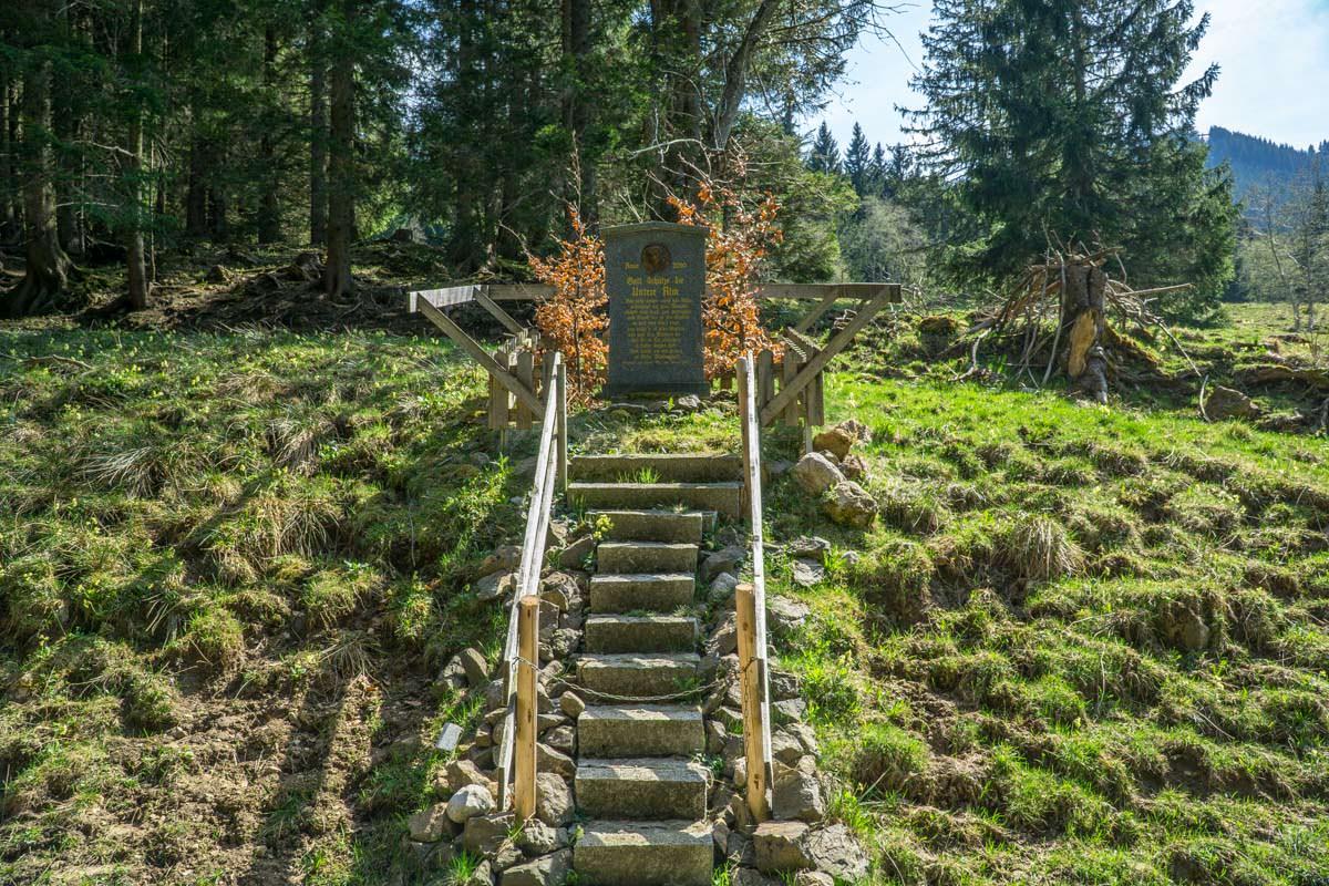 An der Unteren Alpe befindet sich ein Denkmal