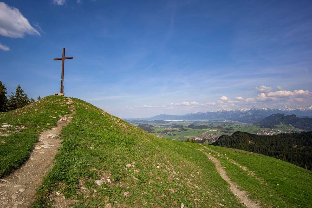 Die Kappeler Alp mit Gipfelkreuz