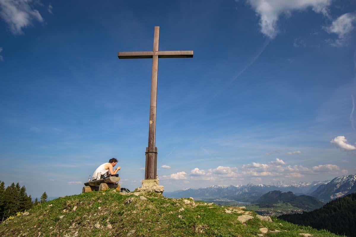 Auf der Kappeler Alp gibt es auch ein Gipfelkreuz