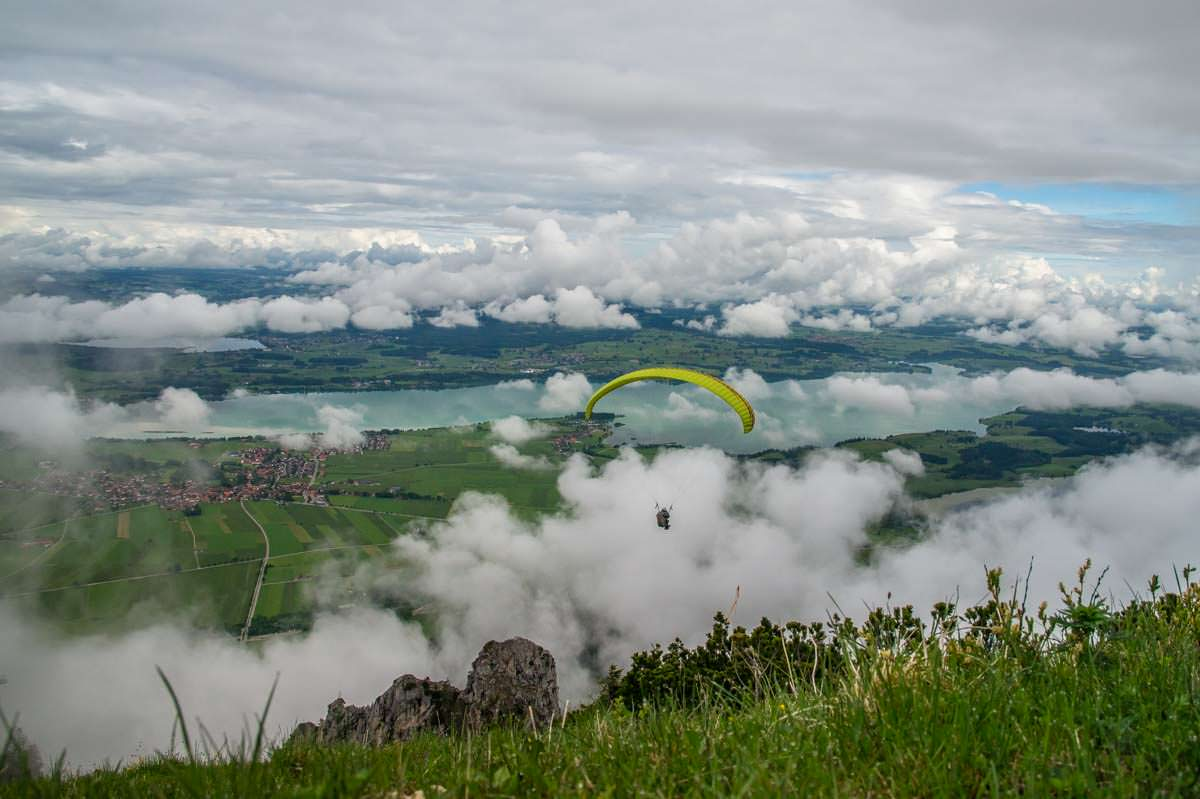 Der Tegelberg ist ein beliebter Startpunkt für Gleitschirmflieger