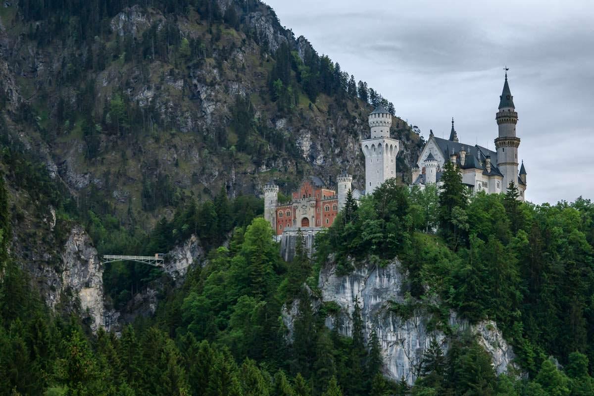 Am Schloss Neuschwanstein führt die Marienbrücke über die Pöllatschlucht