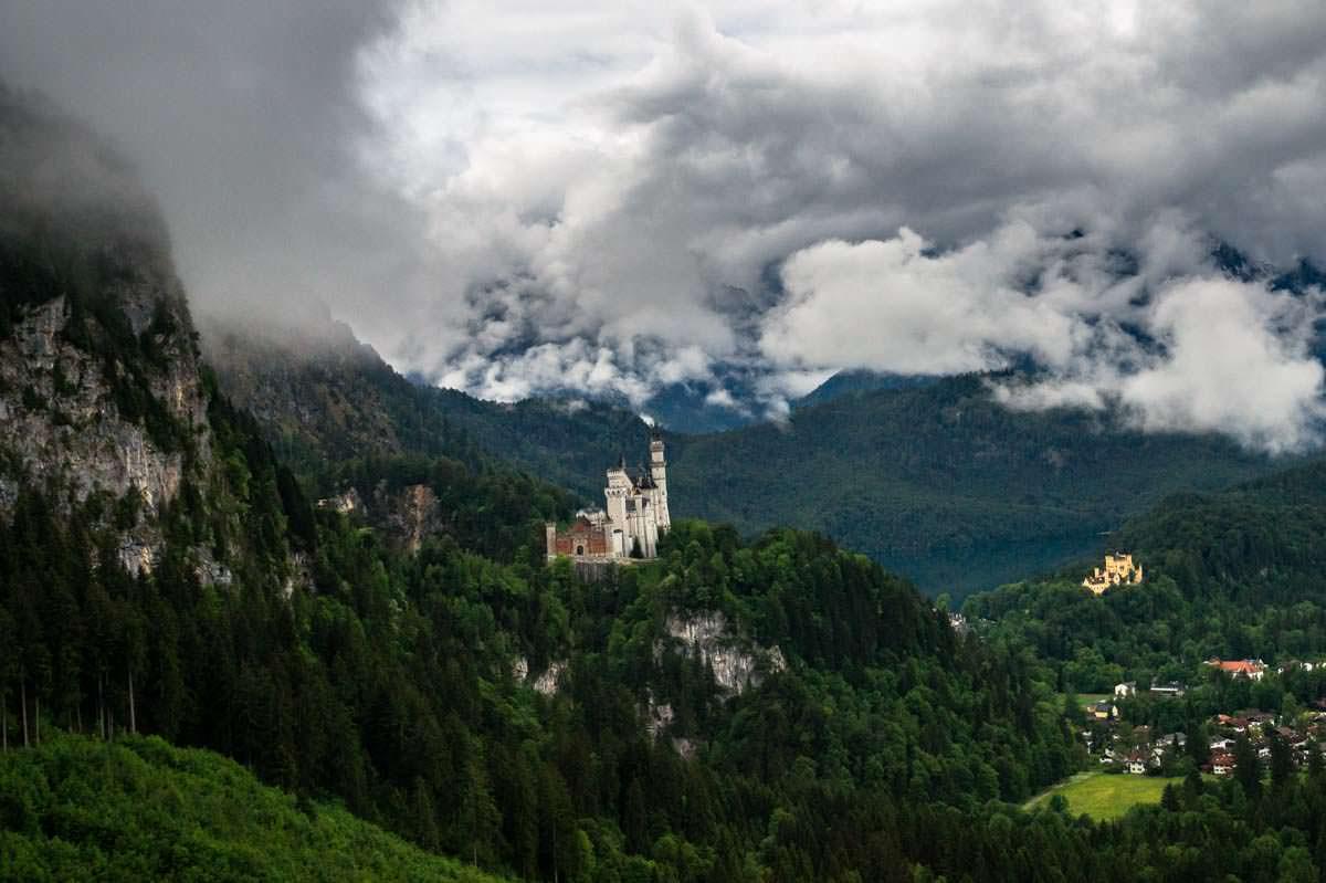 Die Wanderung vom Tegelberg zum Schloss Neuschwanstein offenbart atemberaubende Ausblicke auf das Schloss Neuschwanstein