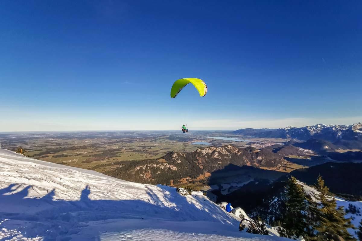 Paragliding am Breitenberg mit Blick über Füssen