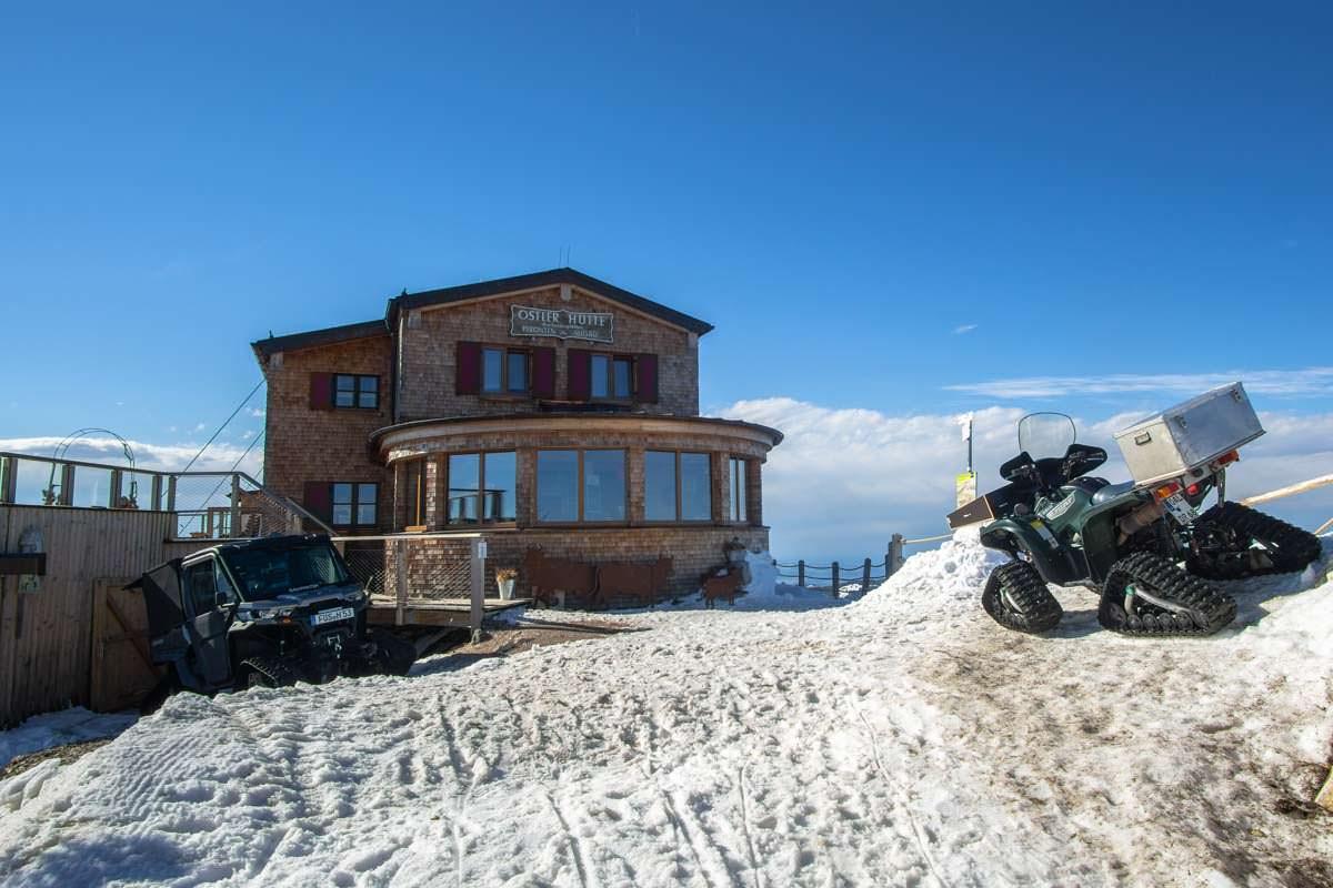 Winterwandern zur Ostlerhütte auf dem Gipfel des Breitenbergs